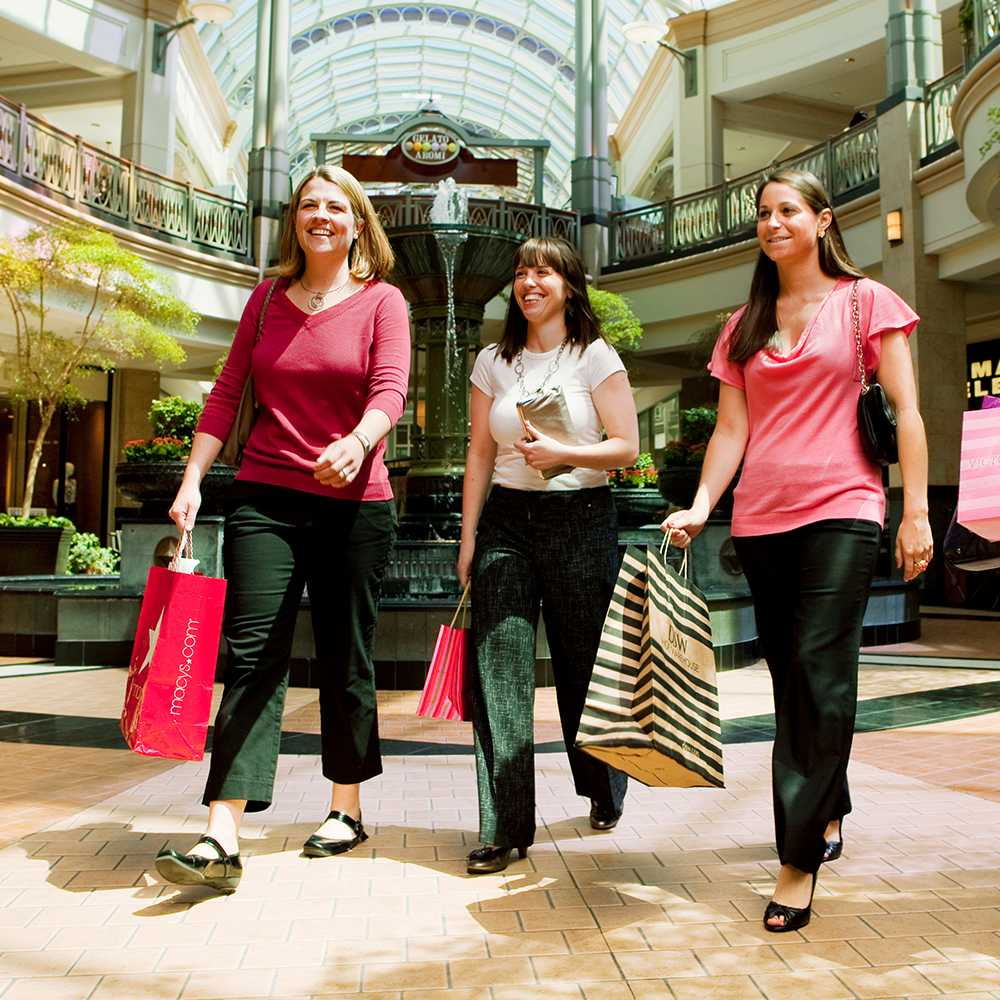 3 people shopping in king of Prussia mall